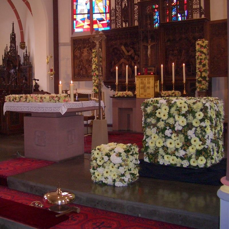 Hochzeitsfloristik Altarschmuck