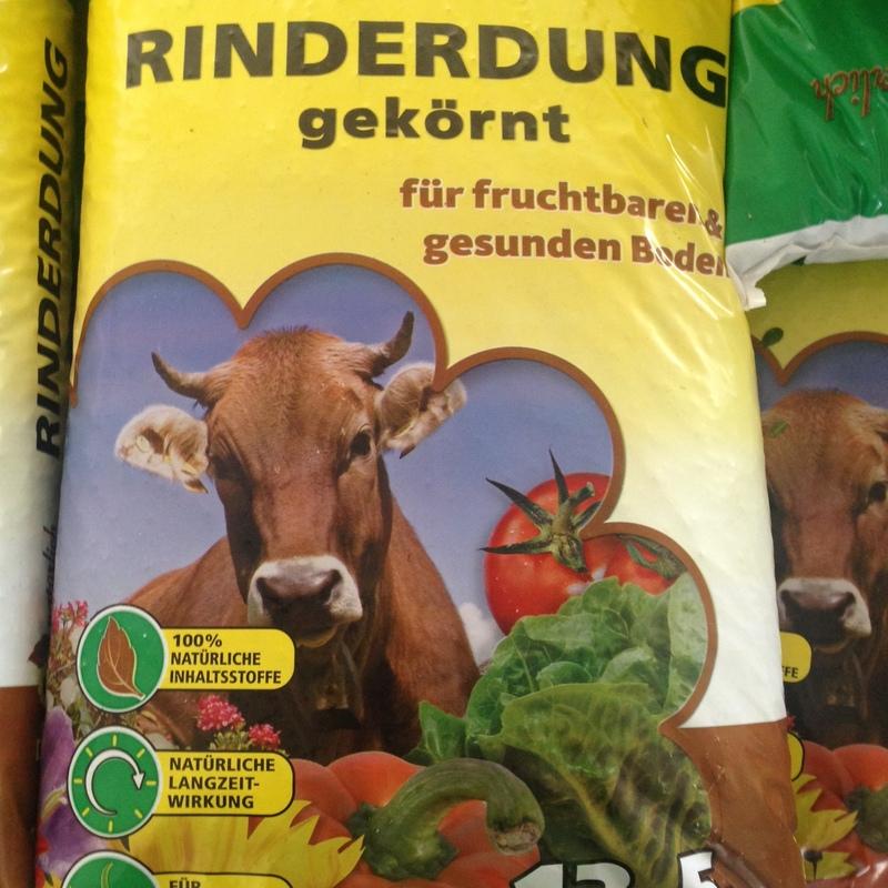 Organischer und mineralischer Dünger Rinderdung