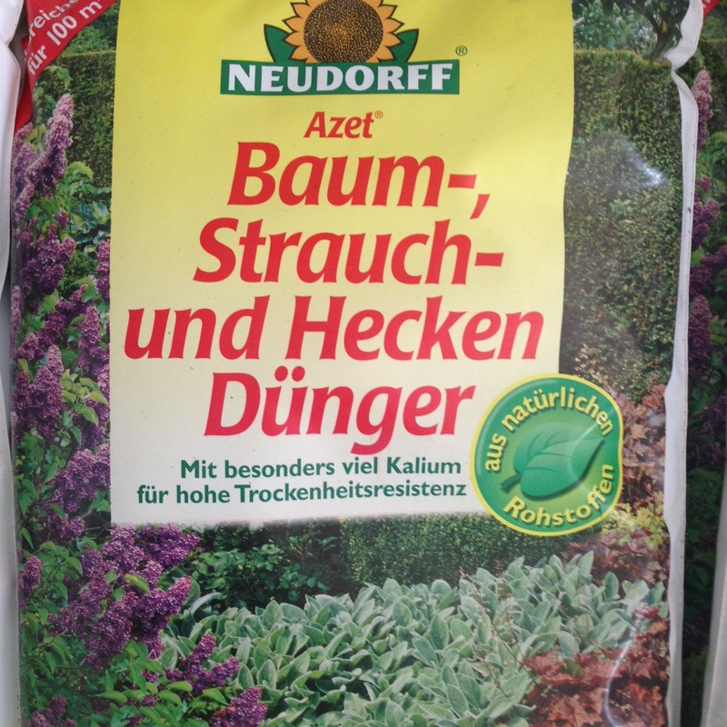 Organischer und mineralischer Dünger Azet Baum- Strauch- und Heckendünger