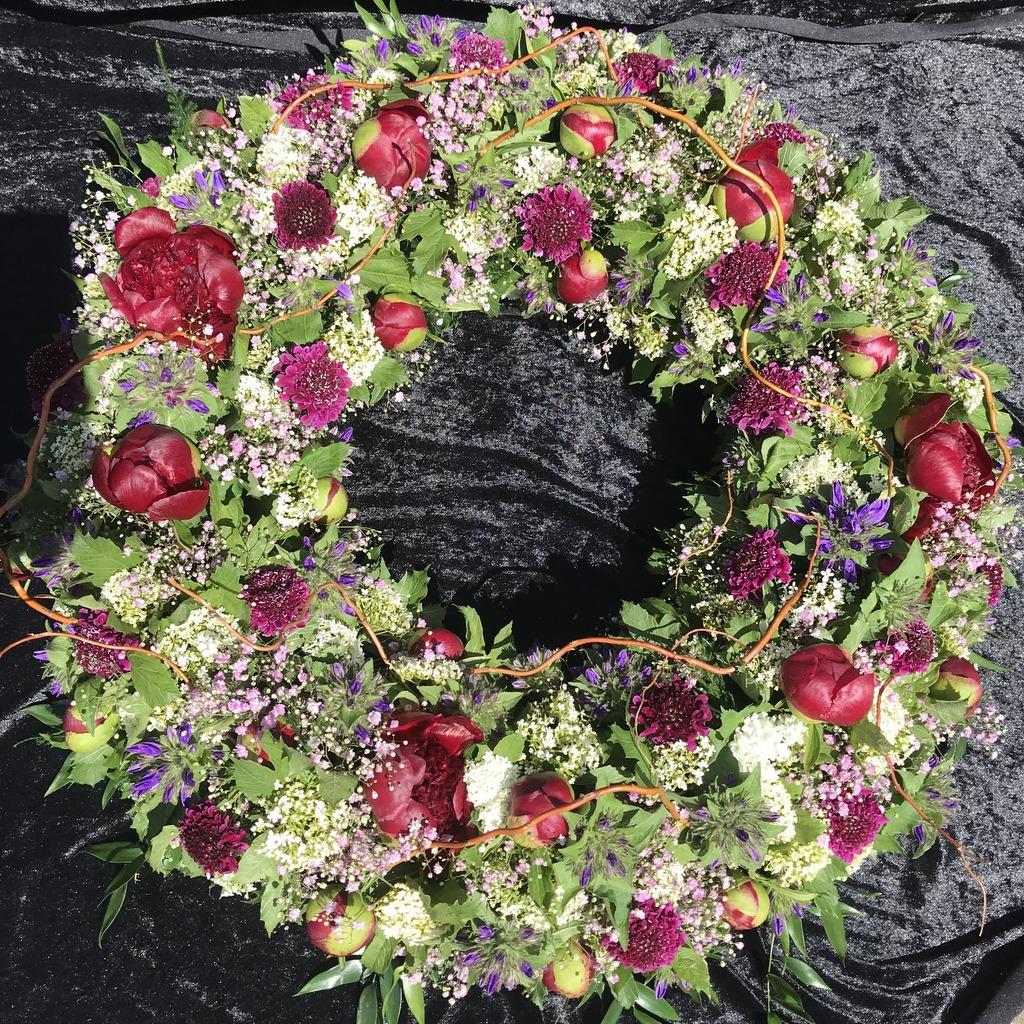 Blumenparadies Hasselt Trauerkranz dunkelrot